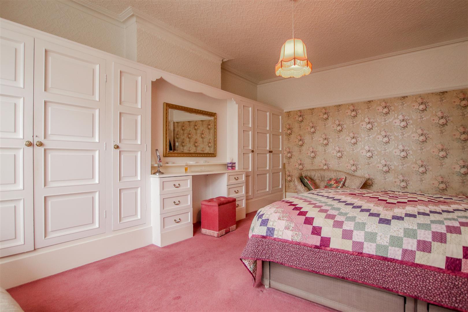 5 Bedroom Detached House For Sale - 28.JPG